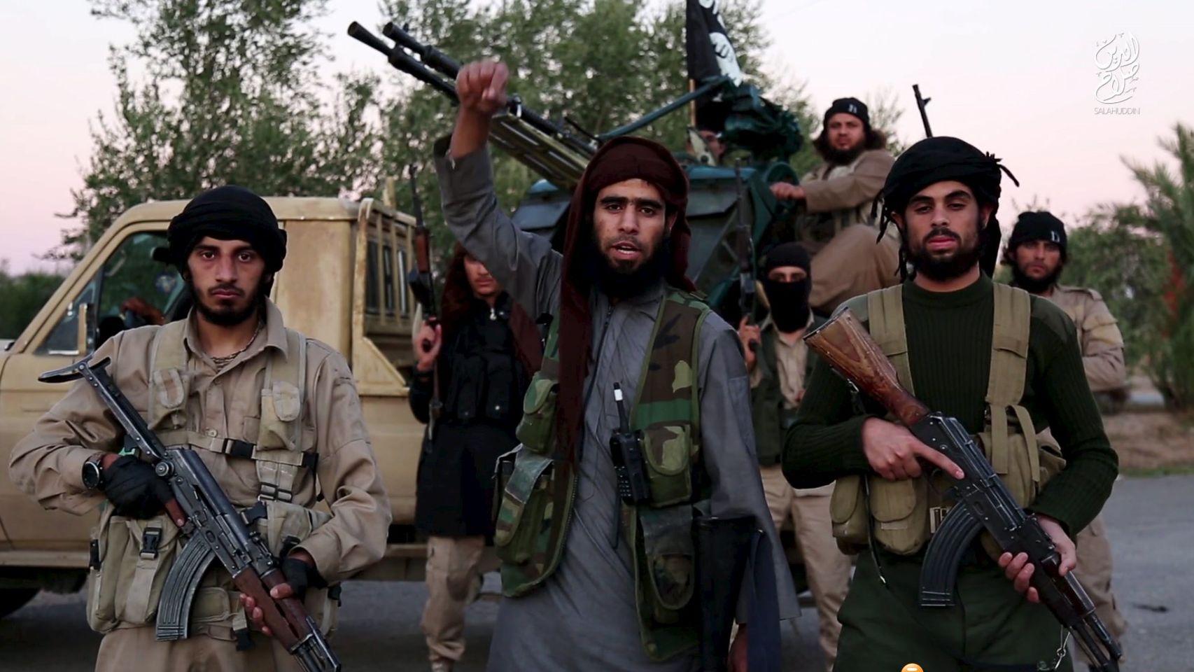Estado Islámico enseña a comerse a sus enemigos