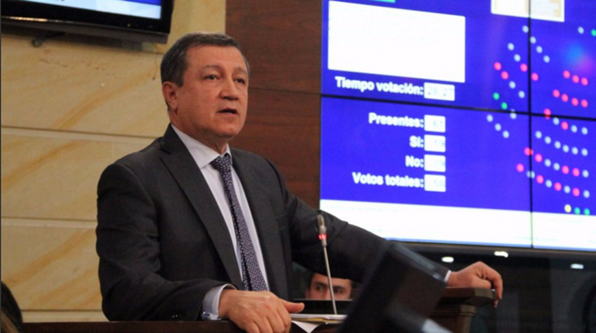 """""""Noticias Caracol no publica los sobornos del Gobierno Santos»: Senador Macías"""