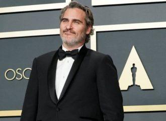 Joaquin Phoenix usó el mismo traje en cinco ceremonias distintas