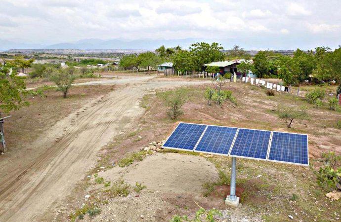 Electrohuila lleva energía solar por el país
