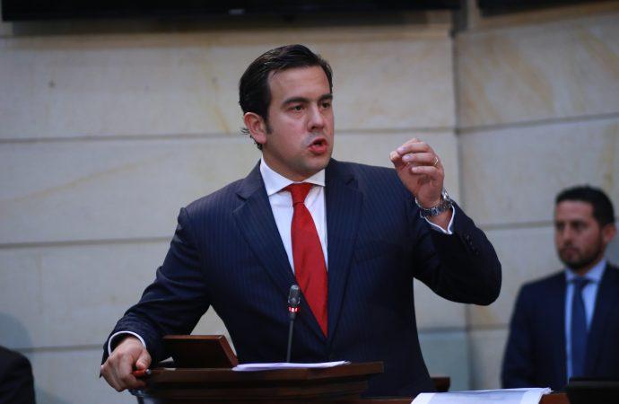 Senador Rodrigo Lara, denuncia lo que se está aprobando en Comisiones primeras
