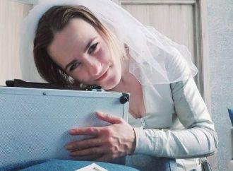 Una mujer se casó con una maleta en Rusia
