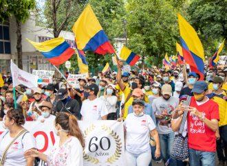 Al margen de bus incinerado, marcha fue masiva y pacífica en Neiva