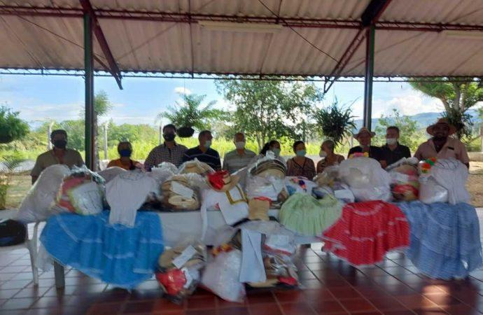 Ecopetrol entrega 165 trajes típicos a grupos folclóricos del Huila