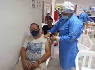 Octubre cerrará con el 92% de la población vacunada con la primera dosis