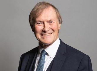 Muere diputado conservador David Amess, tras ser puñaleado durante evento electoral